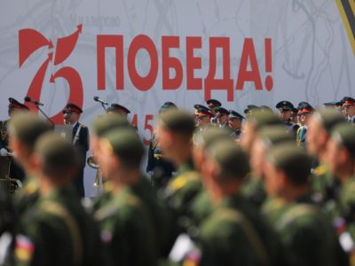 На Нижневолжской набережной в Нижнем Новгороде идёт «Марш Победы» 6+