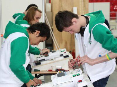 Почти тысяча нижегородских школьников за месяц присоединилась к проекту «Билет в будущее»