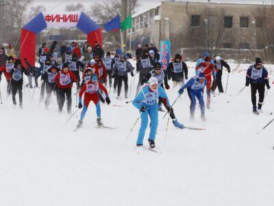 Бежит на лыжах вся Россия