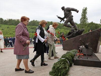 Памятник «Слава героям Росгвардии» появился в Нижнем Новгороде